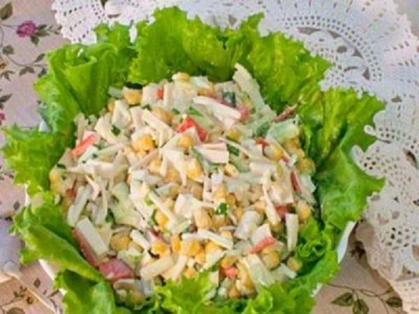 Салат с крабовыми палочками постный