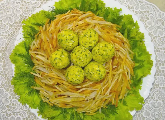 Салат гнездо глухаря рецепт с ветчиной