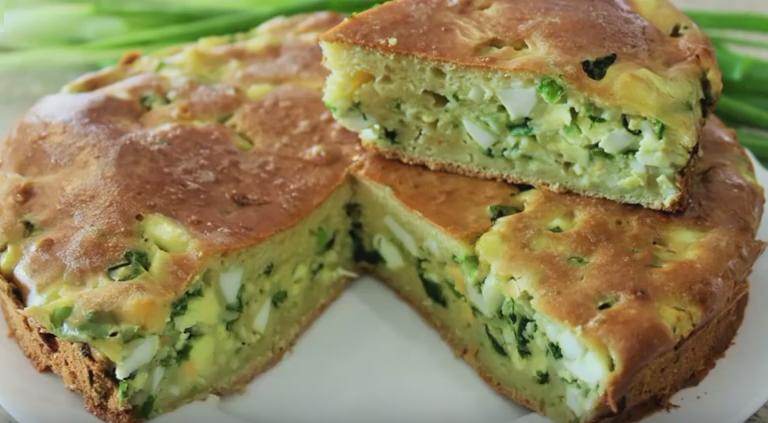 заливной пирог на кефире с яйцом и зеленым луком в мультиварке