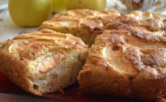 Пышная шарлотка с яблоками в духовке