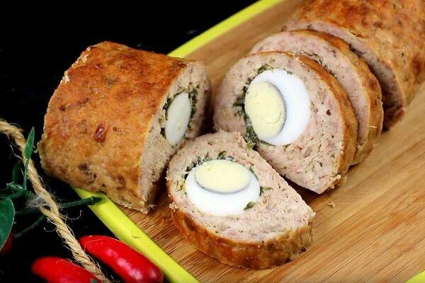 Рулет из фарша с яйцом в духовке. Рецепты мясных рулетов с начинкой
